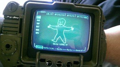 Фанат серии Fallout смастерил самодельный Pip-Boy 3000