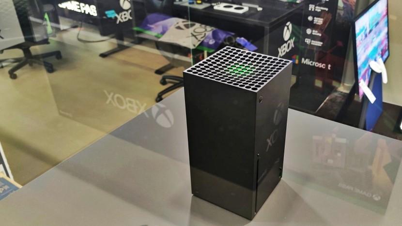 Фил Спенсер заявил, что Microsoft делает ставку на игры, а не на новый Xbox Series X