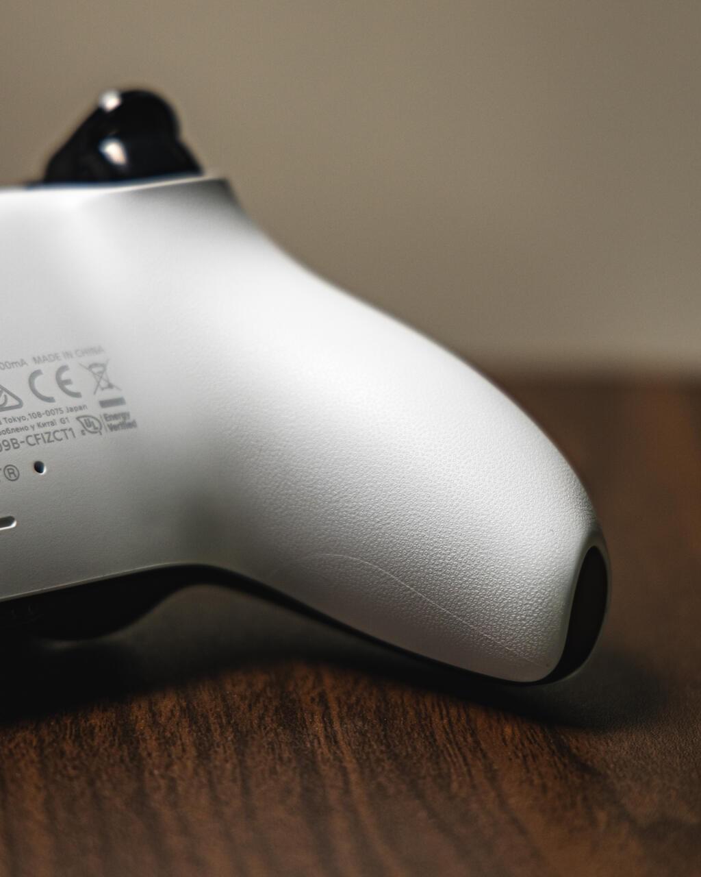 Задняя часть контроллера PS5 DualShock